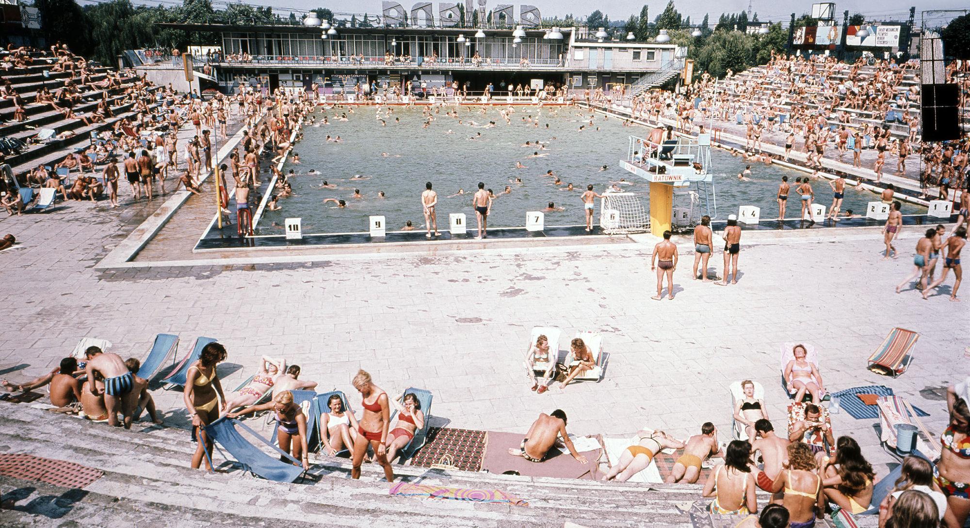 Latem w mieście - Basen Anilana, Łódź (1978)