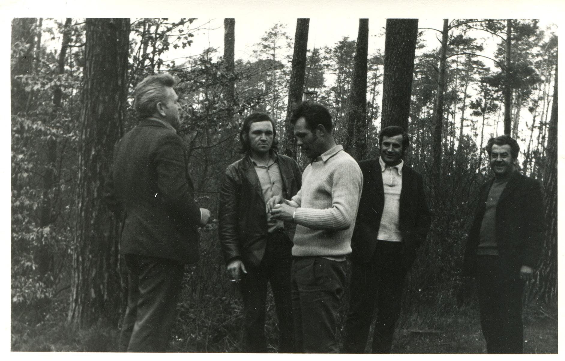 Latem w mieście - Z kolegami w lesie